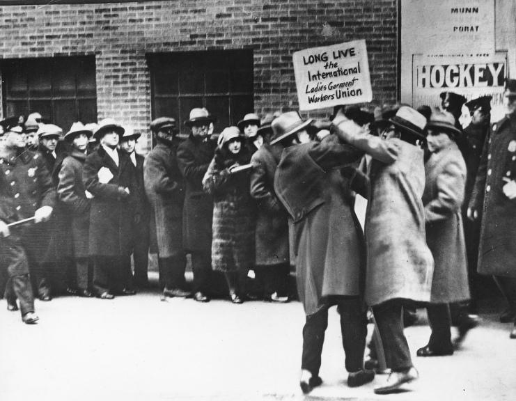 עימות במרחב ציבורי. ניו יורק, 1926. Photo by: Kheel Center, Cornell University, Flickr