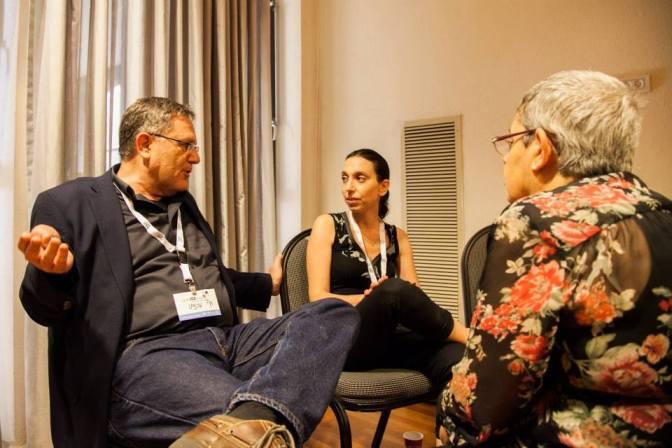 ורדה, דנה, וג'יי בשיחה על רישות והשפעה. צילום: נועם ריבקין פנטון, דף הפייסבוק של שתיל.