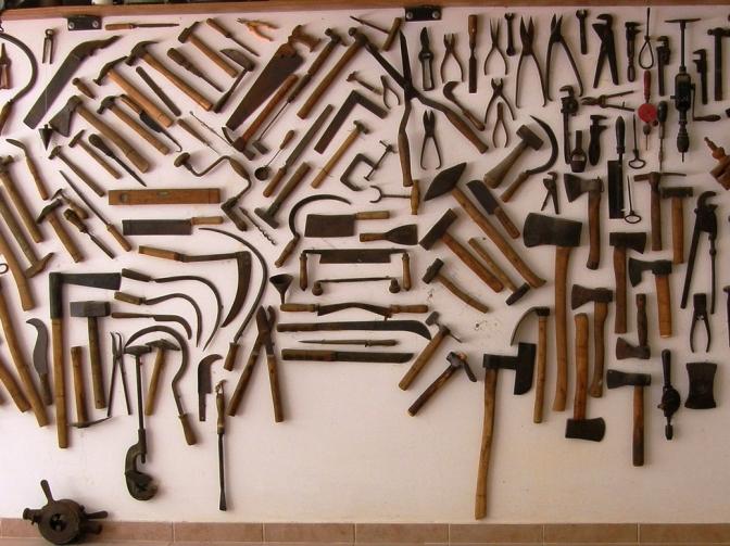 קיר כלי העבודה של עודד ישראלי