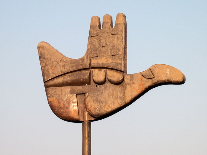 Open Hand, sculpture by Le Corbusier at Capital Complex in Chandigarh, the capital of Punjab and Haryana – India. Photo by Fernando Stankuns, Flickr.