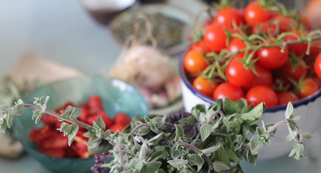 """עגבניות אורגניות ובזיליקום אורגני עירוני, """"עץ בעיר"""""""