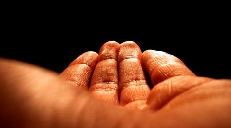 יד פתוחה מושטת
