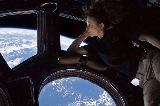 נשים בחלל, נשים בקלפי: מבט על טכנולוגיה ושינוי חברתי