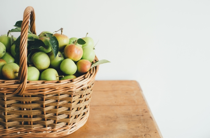 A basket with apples