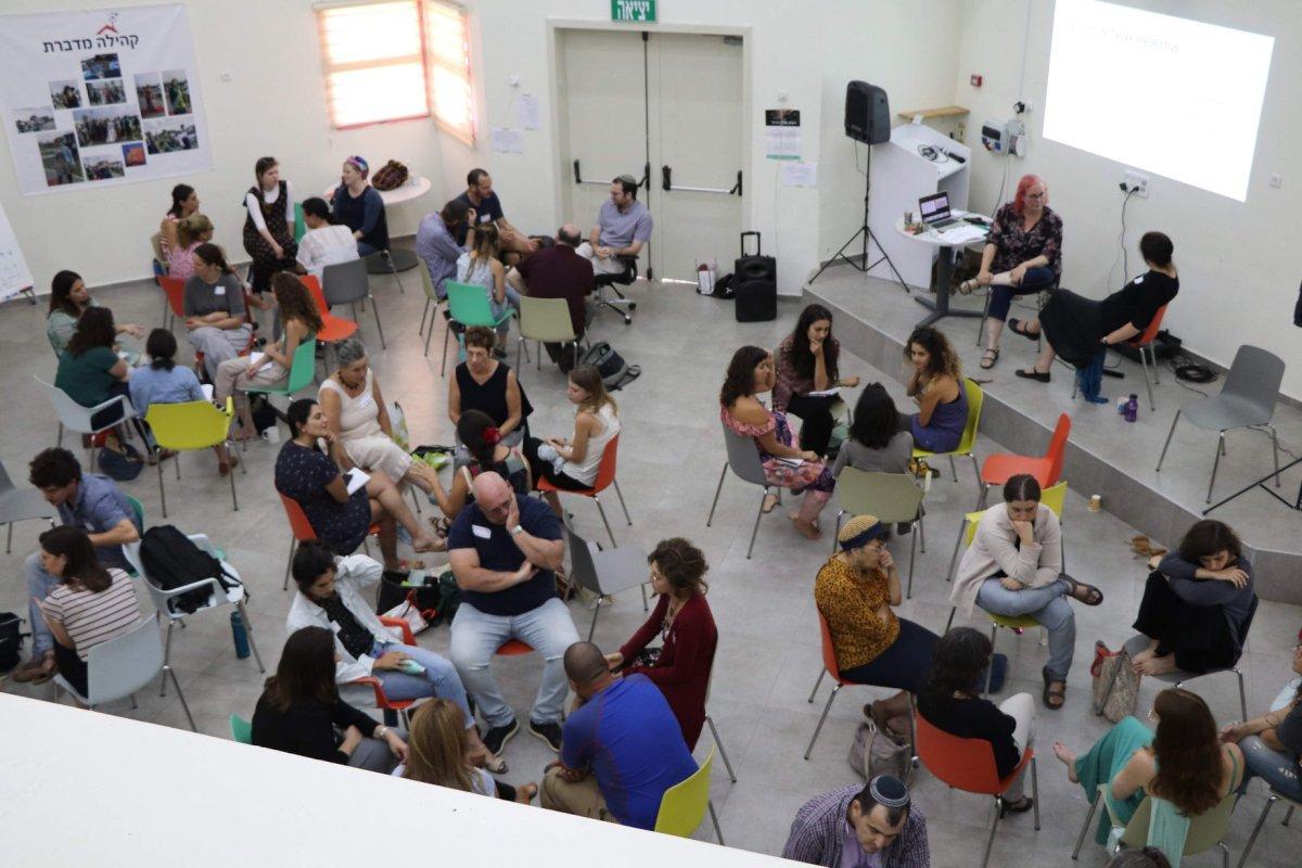ניהול של מפגשי זום גדולים ומורכבים: מפגשי קהילה ועבודהבקבוצות