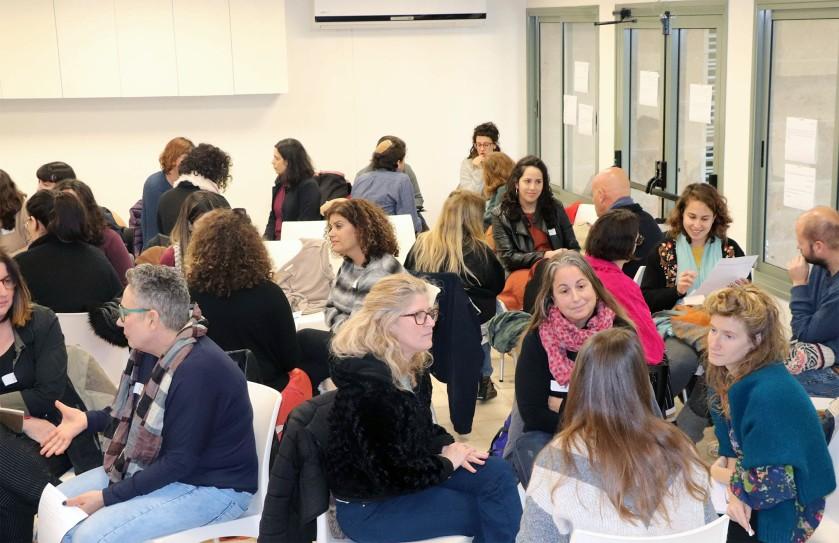 עבודה בקבוצות קטנות ביום סדנאות, דיאלוג פתוח ישראל. תמונה מתוך עמוד הפייסבוק של הארגון.